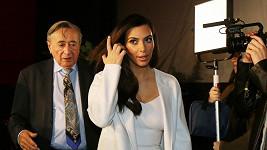 Kardashian a Lugner si na sebe posléze postěžovali.