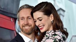 Anne Hathaway s Adamem Shulmanem čekají druhého potomka.