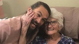 Jason Momoa s babičkou Mabel