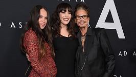 Steven Tyler s dcerami Liv (uprostřed) a Chelsea