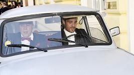 Leoš stále řídí trabant.