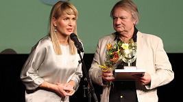 Olga Menzelová za manžela přebírala prestižní ocenění.