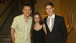 Vladimír Hron se synem a jeho přítelkyní