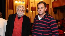 Josef Klíma s Filipem Renčem, který jeho Vetřelce a lovce režíroval.