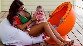 Amy Childs je na výchovu své dcerky sama.