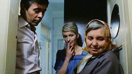 Josef Abrhám, Daniela Kolářová a Milada Ježková ve filmu Kulový blesk