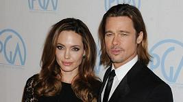Brad Pitt si vylepšil tvář make-upem.