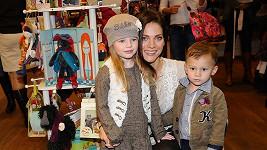 Andrea Verešová se svými dětmi.