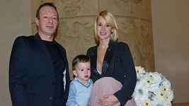 Lucca se vdávala v šestém měsíci.