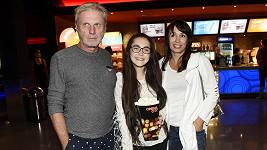Zbývá už jen pár dní prázdnin a tak Zdeněk Merta vzal svou mladší dceru do kina.