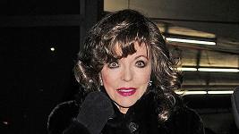 Joan Collins na pár dní starém snímku.