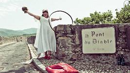 Jodi Rose během svatby s francouzským mostem...