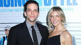 Nick Cordero s manželkou Amandou Kloots, která fanoušky pravidelně zpravuje o hercově zdravotním stavu.