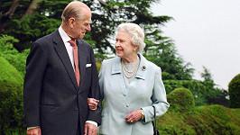 Královna Alžběta II. a princ Philip spolu strávili 73 manželských let.
