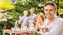 Zahradní párty nemusí mít poklidný průběh. (ilustrační foto)