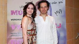Režisér Martin Dolenský s Veronikou Kubařovou na fotce z roku 2012