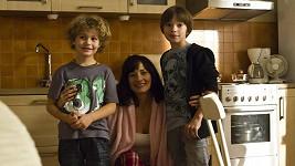 Daniela Šinkorová se svými seriálovými syny. I bez líčidel vypadá herečka skvěle.