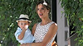 Krásná maminka Alessandra Ambrosio se synem Noahem.