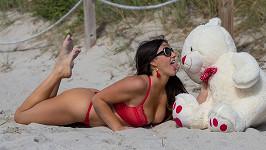 Glamour modelka Claudia Romani (35) a její valentýnský foto set.