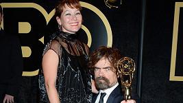Peter Dinklage s manželkou Ericou Schmidt na předávání cen za televizní tvorbu.