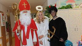 Do mikulášské nadílky v nemocnici v Motole se zapojily známé osobnosti.