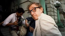 Woody Allen má znovu na krku obvinění ze sexuálního zneužívání své dcery.