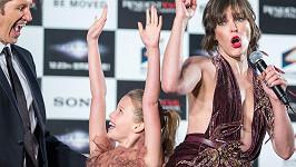 Milla Jovovich si premiéru užila s dcerou i manželem.