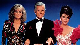 Zleva: Linda Evans, John Forsythe a Joan Collins v seriálu Dynastie