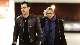 Justin Theroux s Jennifer Aniston přicházeli do kina jen chvilku poté, co odešel Brad Pitt s dětmi.
