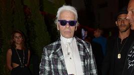 Karl Lagerfeld si opět pustil pusu na špacír.