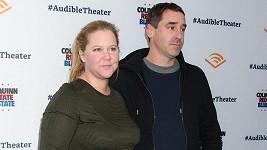 Amy Schumer a Chris Fischer se stali rodiči.