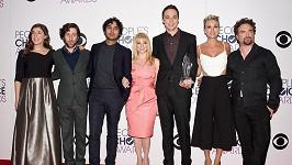 Hlavni hvězdy seriálu Teorie velkého třesku na předávání People's Choice Awards.