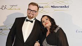 Hana Gregorová s doprovodem na plese