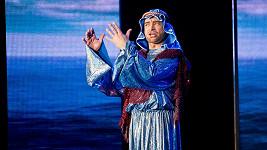 Sagvan Tofi zpíval dětem z dětských domovů.