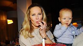Simona¨Krainová se synem.