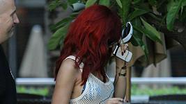 Rihanna a její vypracovaná postava.