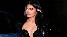 Na oslavě narozenin P.Diddyho se bujným dekoltem pochlubila i Kylie Jenner.