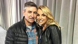 Britney s otcem Jamiem Spearsem