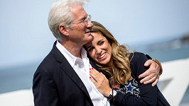 Richard Gere se potřetí oženil.