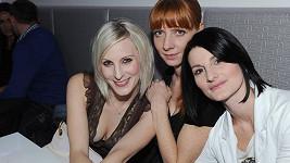 Kateřina Brzobohatá (vlevo) s kolegyněmi ze skupiny Holki.