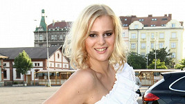 Ornella Štiková má vlasy na mikádo.