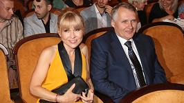 Manžel Kairy Hrachovcové už se vodí za ruku s jinou.