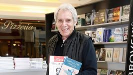 Josef Laufer se svými knihami