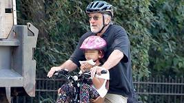 Robert De Niro využívá k přemisťování se po New Yorku kolo.