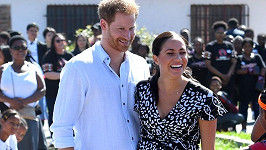 Princ Harry a jeho žena Meghan zahájili návštěvu Afriky na předměstí Kapského Města.