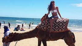 Tanečnice je na dovolené v Maroku.