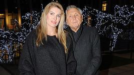 Jiří a Olga Menzelovi se právě vrátili z Paříže.