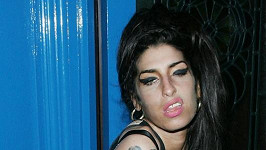 Opilá Amy Winehouse.