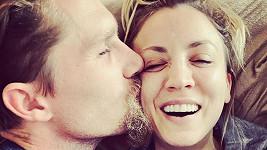 Kaley Cuoco se přestěhovala s manželem Karlem Cookem.
