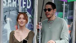 Phoebe Dynevor a Pete Davidson se údajně rozešli.